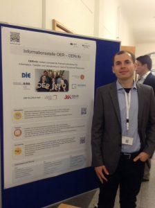 Luca Mollenhauer ist seit Dezember mit Ingo Blees für die Koordination der OER-Infostelle zuständig