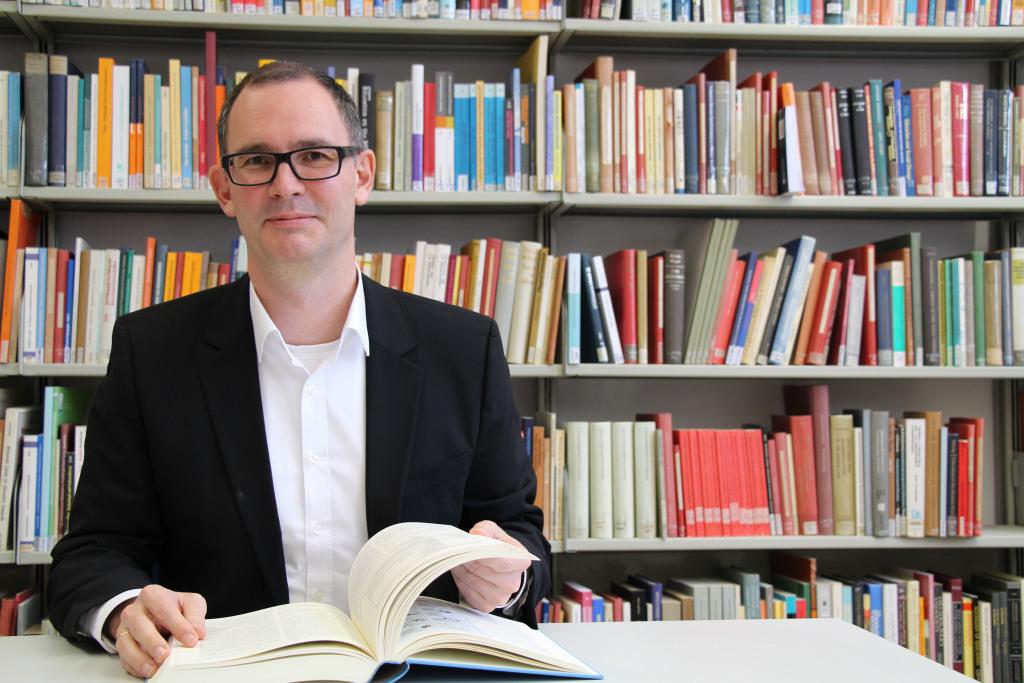 Dr. Simon Rettelbach
