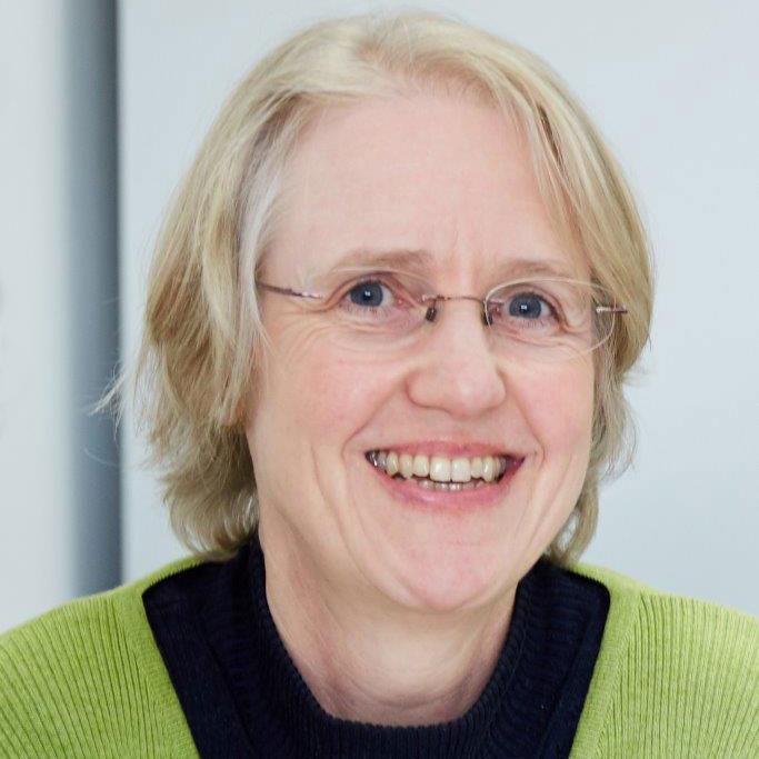 Dr. Julia Kreusch